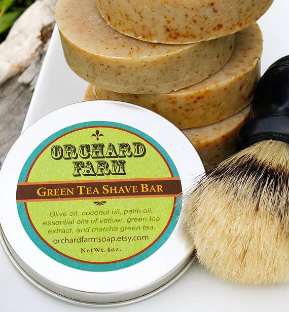 Plejende barbersæbe med grøn te og vetiver