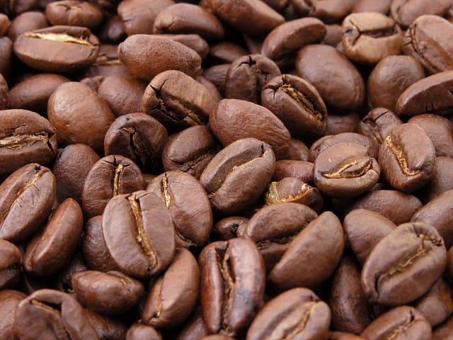Hjemmelavet herre-bodyscrub med kaffe og rørsukker