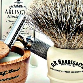 Giv dig selv en klassisk D.R. Harris Wet Shave barbering