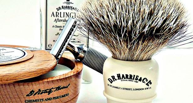 Giv dig selv en klassisk D.R. Harris Wet Shave barbering