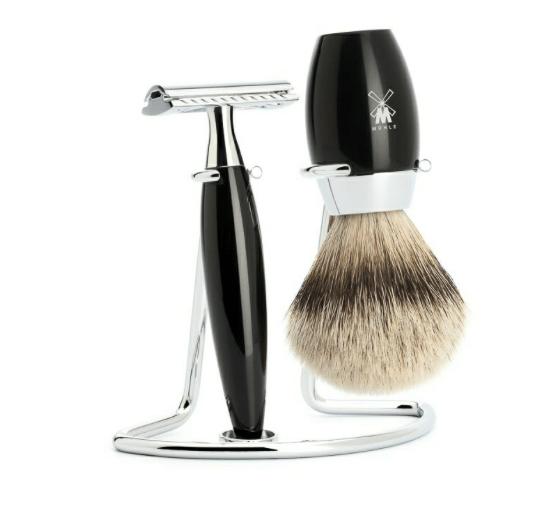 Mühle barbersæt med DE-skraber, Barberkost og Holder, Kosmo, Sort Kunstharpiks, 1.250 kr.